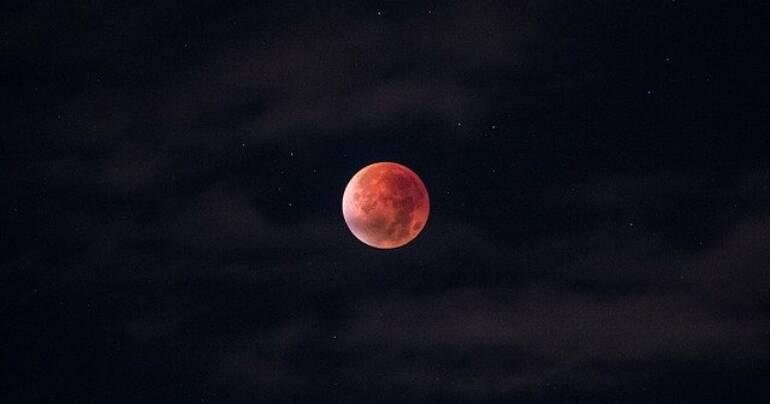 Blutmond und totale Mondfinsternis am 21.1.2019