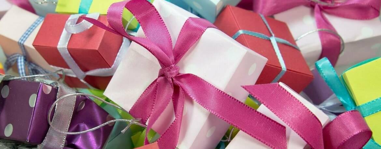 gift-gc74449ce4_1280-e1633082805265.jpg